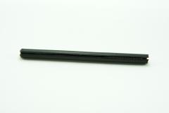 樹脂製の本体の中に金属製のスクリューが入っています。スクリューの調整によりペン先の繰り出し量を調整する事ができます。